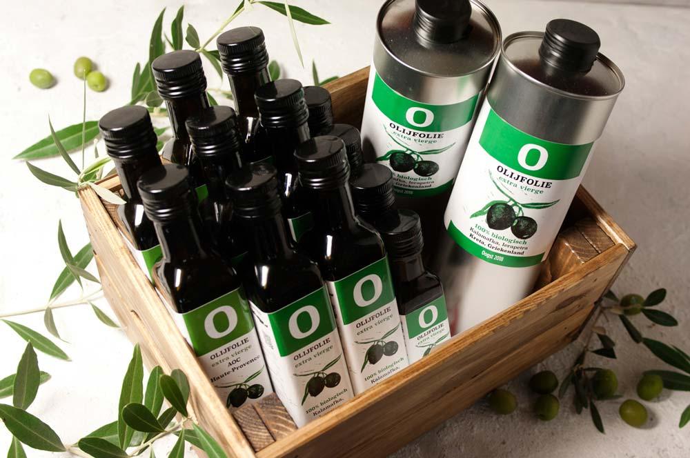 Olijfolie in fles in krat